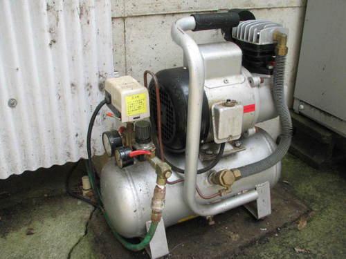 コンプレッサー(空気圧縮機)