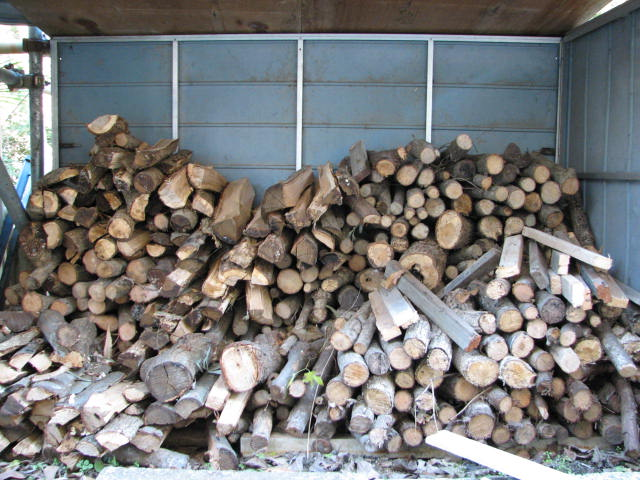 間伐材で焚き木