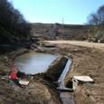 素掘りの水路、池